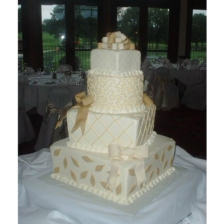 Creations By Laura - Union MO Wedding Cake Photo 3