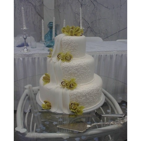 Creations By Laura - Union MO Wedding Cake Photo 5