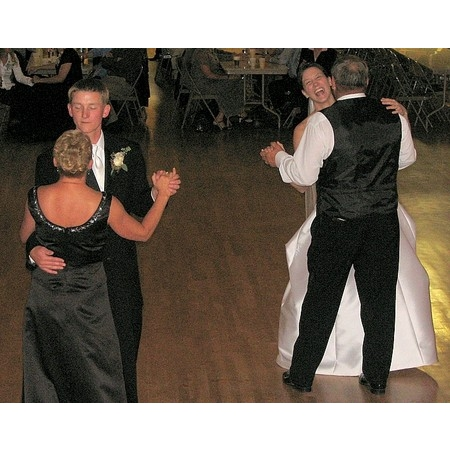 Mobile Magic Entertainment - Sioux Falls SD Wedding Disc Jockey Photo 18