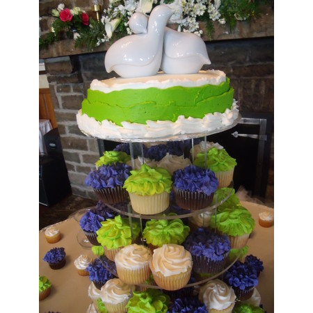 Delectable Delights By Debbie - Amherst OH Wedding Cake Photo 17